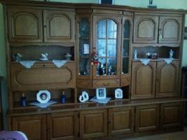 Wohnwand Massiv, TV-Vitrine, 2 St. CD-Säule je 200 CD´s, Tisch, Sitzgarnitur 3er-,2er Couch und Sessel