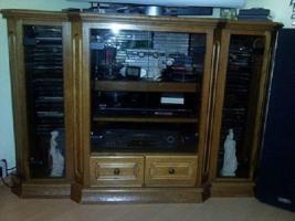 Foto 2 Wohnwand Massiv, TV-Vitrine, 2 St. CD-Säule je 200 CD´s, Tisch, Sitzgarnitur 3er-,2er Couch und Sessel