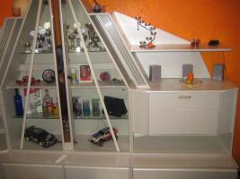 Foto 7 Wohnwand Schrankwand mit Glas-Pyramide beleuchtet weiß