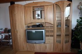 Wohnwand mit TV-geräte