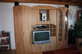 Foto 2 Wohnwand mit TV-geräte