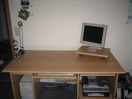 Foto 2 Wohnwand, Esszimmertisch, Computertisch u. Schurwollteppich