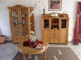 Wohnzimmer in Kiefer massiv mit diversen Teilen (ohne Couch)