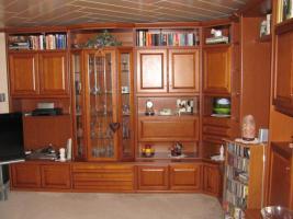 Foto 2 Wohnzimmer Kirschbaum Top-Zustand