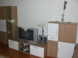 Wohnzimmer m bel komplett mit schrank tisch sitzgarnitur for Wohnzimmer komplett angebot