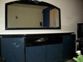 Foto 2 Wohnzimmer Vitrinen Schränke mit Sideboard und Spiegel