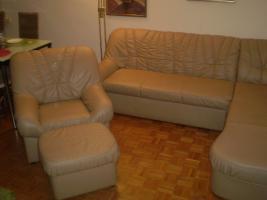 Foto 3 Wohnzimmercouch mit Sessel und Hocker