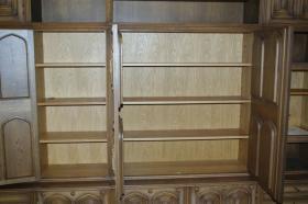 Foto 4 Wohnzimmerschrank mit 12 handgeschnitzten Aposteln