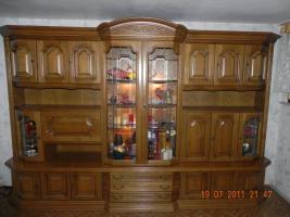 Wohnzimmerschrank Eiche rustikal massiv sehr gut erhalten, mit Beleuchtung
