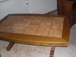 Foto 2 Wohnzimmerschrank mit Vitrine und Tisch zusammen 580�