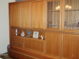 Wohnzimmerschrank mit Vitrine in gutem Zustand