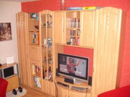 Wohnzimmerschrank mit Vitrine u. Beleuchtung