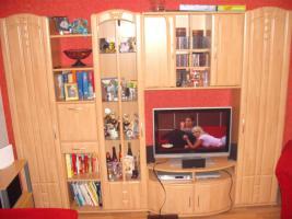Foto 2 Wohnzimmerschrank mit Vitrine u. Beleuchtung