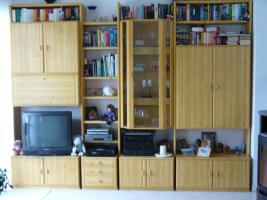 Wohnzimmerschrank mit beleuchteter Vitriene (Kiefer)