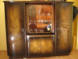 Wohnzimmerschrank mit passender Kommode aus den 30er Jahren