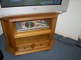 Foto 3 Wohzimmerschrank, Fernsehschrank und Wohzimmertisch.