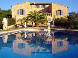 Wunderschöne Finca auf Mallorca mit Poollandschaft und großem Garten
