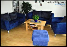 Wunderschöne Sofa-Anlage in Nachtblau - inkl. Wohnzimmer-Tisch!