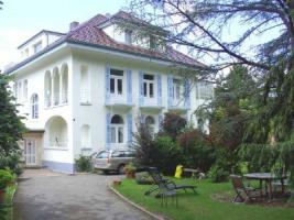 Wunderschöne Villa mit parkähnlichem Garten und Bauland
