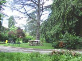 Foto 2 Wunderschöne Villa mit parkähnlichem Garten und Bauland