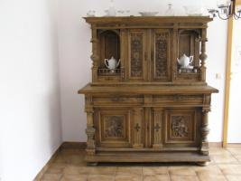 wunderschoener antiker eichenschrank reich an schnitzereien in guetersloh von privat. Black Bedroom Furniture Sets. Home Design Ideas