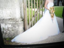 Wundersch�nes Brautkleid weiss Gr. 36 mit langer Schleppe