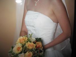 Foto 2 Wundersch�nes Brautkleid weiss Gr. 36 mit langer Schleppe
