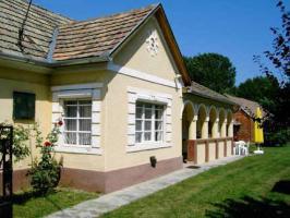 Wunderschönes Haus mit Arkadenvorbau, 20km zum Balaton, 4km zu Thermalbad, Ungarn