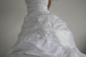 Foto 3 Wundeschönes und NEUES Brautkleid, Gr. 36-38, Farbe: weiß
