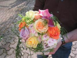 Brautstrauß bunte Rosen mit Calla