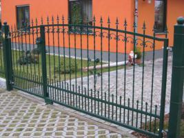 Foto 2 Zaun aus Polen, Gelander Tore Gitter Metalltreppen  Toranlage
