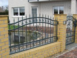 Foto 3 Zaun aus Polen, Gelander Tore Gitter Metalltreppen  Toranlage
