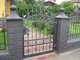 Foto 8 Zaun aus Polen, Gelander Tore Gitter Metalltreppen  Toranlage
