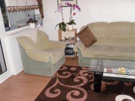 Zeitlos-moderne Sofa -/Couchgarnitur 3+2+1, in neutralem grün