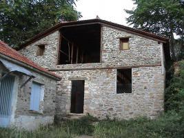 Zwei Natursteinhäuser auf dem Pilion/Griechenland