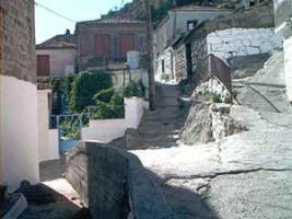 Zwei alte Steinhäuser auf Lesvos/Griechenland