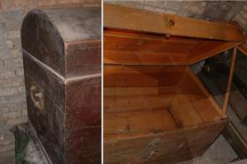 Zwei antike Runddeckeltruhen