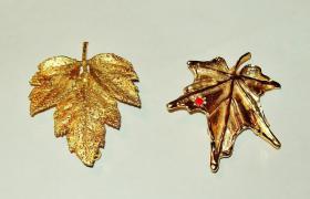 Zwei kleine Broschen (Modeschmuck)