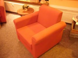 Zwei schöne rote Sessel