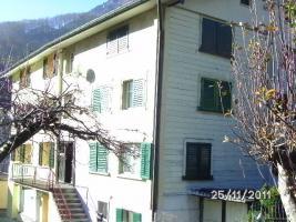 aelterer  Hausteil  3  etagen  7 Zimmer  garten  garage  usw