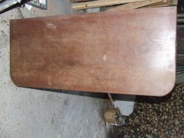 alter Holzschrank / antike Kommode