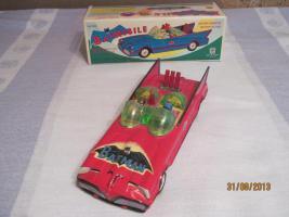 altes rotes blechspielzeug batmobil mit karton