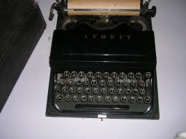 antike Schreibmaschine ca. 30 er Jahre