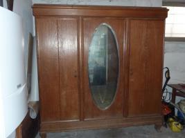 Foto 2 antiker Kleiderschrank