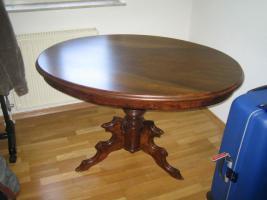antiker Tisch mit Stühle