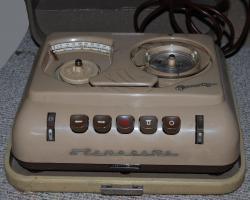 Foto 2 antiquarisches Diktiergerät mit Koffer