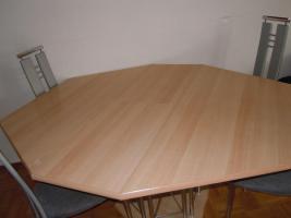 Foto 2 ausziehbarer 6-Eck-Tisch mit 4 Hochlehner-Stühle