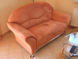 Foto 2 bequeme Couchgarnitur, 2er, 3er + Sessel mit Chromfüßen zu verkaufen