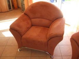 Foto 4 bequeme Couchgarnitur, 2er, 3er + Sessel mit Chromfüßen zu verkaufen