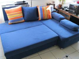 blaue Schlafcouch